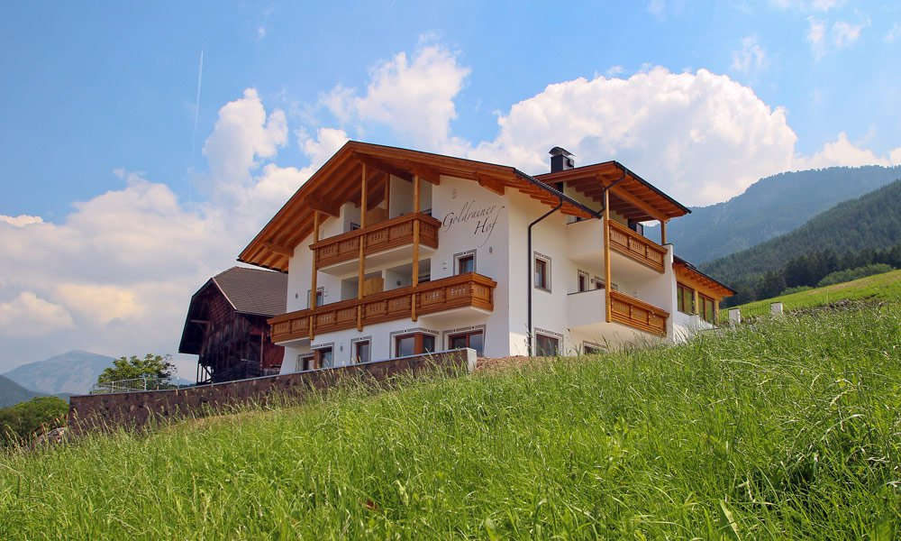 Experience the spring at the farm Goldrainerhof on the Alpe di Siusi