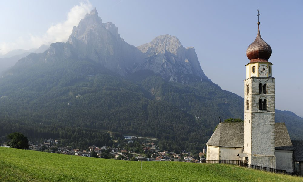 Culture and sightseeing around Castelrotto in the spring